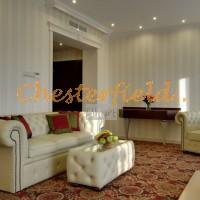 Chesterfield Sofa,Tisch Hotelraum