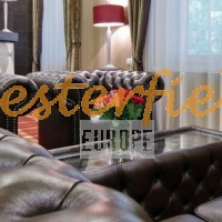 Chesterfield Sofa, Sessel, Tisch